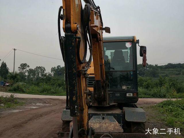 现代60VS挖掘机