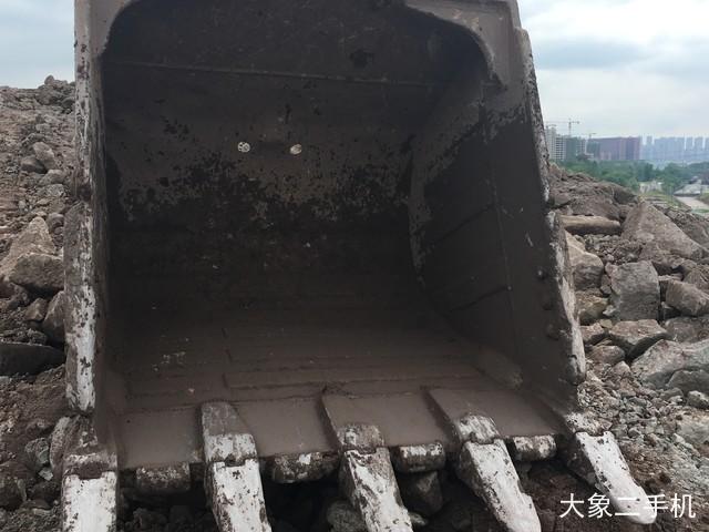 卡特彼勒 323DL 挖掘机